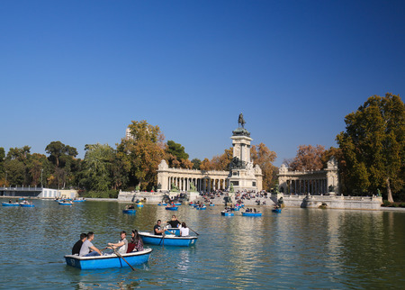 parque del buen retiro: MADRID, SPAIN - NOVEMBER 14, 2015: Artifical lake and monument to Alfonso XII in the Buen Retiro Park, one of the main attractions of Madrid, Spain.