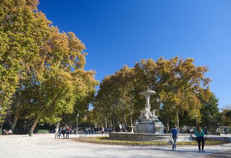 parque del buen retiro: MADRID, SPAIN - NOVEMBER 14, 2015: Sculpted Fountain in the Buen Retiro Park, one of the main attractions of Madrid, Spain.
