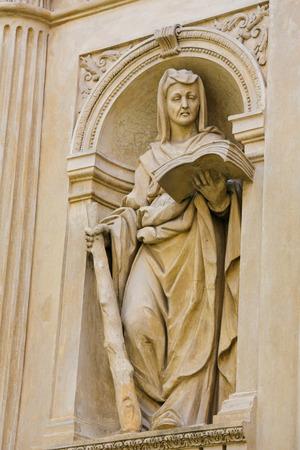 ancient greece: Estatua en la Santa Casa de Loreto, un sitio de gran peregrinaci�n en Hradcany, Praga, de un Sybil, una mujer oraculares cree que poseen poderes prof�ticos en la antigua Grecia Foto de archivo