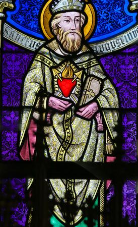 Lier, Belgio - 16 maggio, 2015: Vetrata (1895) nella Chiesa di San Gummaro a Lier, Belgio, raffigurante Sant'Agostino
