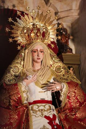 convento: Statue of the Blessed Virgin Mary in the Convento de San Esteban, a Dominican monastery in Salamanca, Spain.