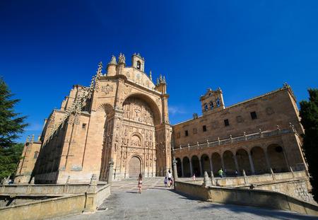 reredos: The Convento de San Esteban is a Dominican monastery situated in the Plaza del Concilio de Trento in the city of Salamanca, Spain.