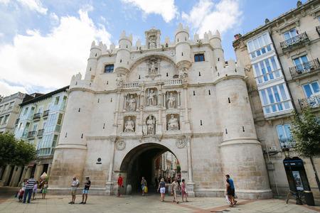 14 世紀の城門サンタマリア ブルゴス センター、カスティーリャのスペインで。