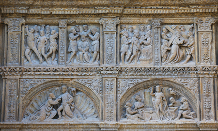 portada: Detail of the 16th Century Principal Gate at the Church of Santo Tomas in Haro, La Rioja, Spain