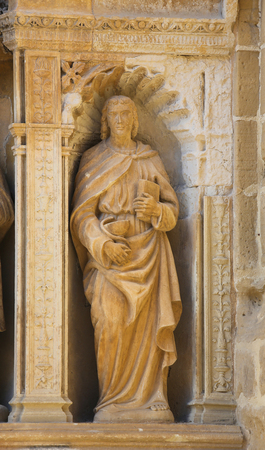 portada: Statue of Saint John the Apostle, depicted with a chalice and a snake, part of the 16th Century Principal Gate at the Church of Santo Tomas in Haro, La Rioja, Spain