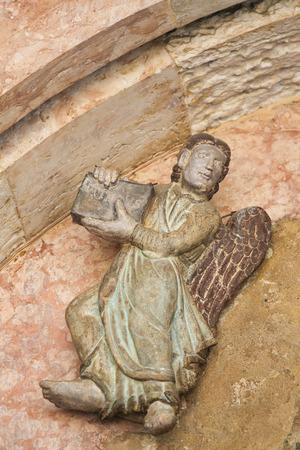 Sculpture d'un ange à la cathédrale de San Vigilio sur la Piazza Duomo à Trento, Trentino, Italie Banque d'images