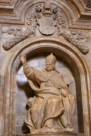pius: Statue of Pope Pius III (1439-1503), born in Siena, in the Cathedral of Siena, Tuscany, Italy.