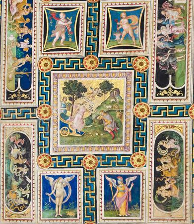 Fresken (1502) an der Decke der Piccolomini-Bibliothek in der Kathedrale von Siena, Toskana, Italien, von Pinturicchio Standard-Bild - 84904921