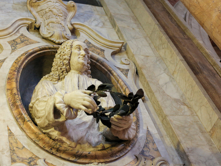 whig: Statue of a Bishop holding a laurel crown in the Cathedral of Siena, Tuscany, Italy.
