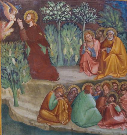 Renaissancefresco die Jesus die in de Tuin van Gethsemane op de Olijfberg op Witte Donderdag bidt, in Collegiata van San Gimignano, Italië afschilderen. Redactioneel