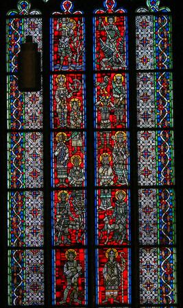様々 なカトリックの聖人を描いたドイツ、ヴォルムスの Wormser Dom のステンド グラス