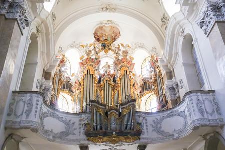 18th Century Main Organ in Saint Mang Basilica in Fussen, Bavaria, Germany, by Andreas Jager. Stockfoto - 92560030