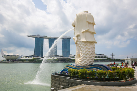 The Merlion and Marina Bay Sands, the two main landmarks at Marina Bay in Singapore.
