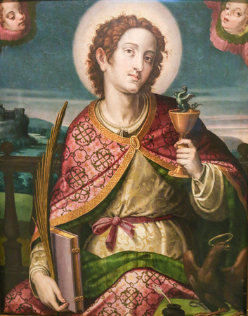 Medieval Painting of Saint John the Evangelist holding a Chalice with a Serpent, in the Church of Valencia, Spain 新聞圖片