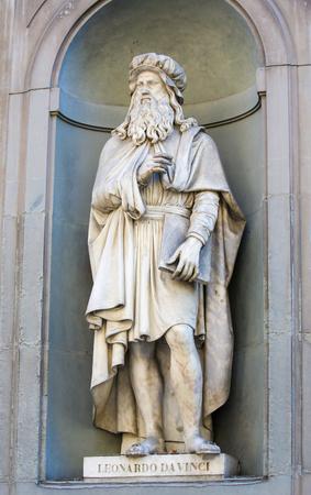 Statue of Leonardo da Vinci in the Uffizi Colonnade in Florence, Italy.