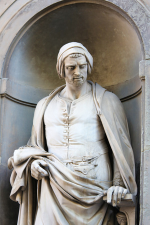 Statue of Nicola Pisano, an Italian sculptor whose work is noted for its classical Roman sculptural style, in the Uffizi Colonnade in Florence, Italy. Standard-Bild - 111725945