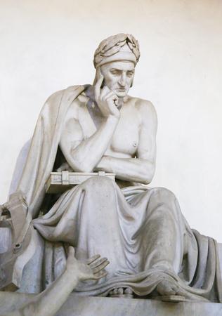 Funerary Monument for the famous Italian Poet Dante Alighieri, in the Santa Croce Basilica in Florence, Italy Standard-Bild - 111725959
