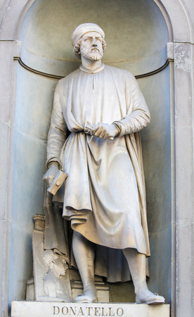 Statue of Donatello, an Italian Renaissance sculptor from Florence, in the Uffizi Colonnade in Florence, Italy. Standard-Bild - 111725962