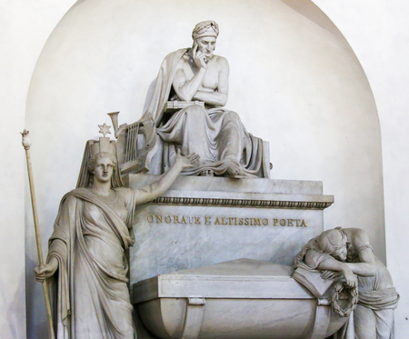 Funerary Monument for the famous Italian Poet Dante Alighieri, in the Santa Croce Basilica in Florence, Italy Standard-Bild - 111725964