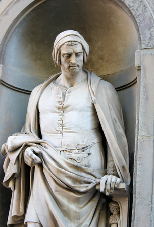 Statue of Nicola Pisano, an Italian sculptor whose work is noted for its classical Roman sculptural style, in the Uffizi Colonnade in Florence, Italy. Standard-Bild - 111725966
