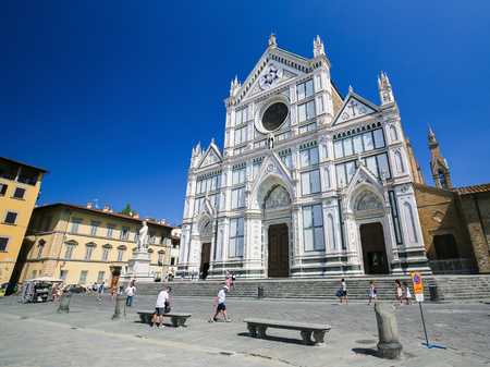 Facade of the Basilica Santa Croce in Florence, Italy. Standard-Bild - 111725972