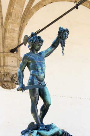 Perseus with the Head of Medusa is a bronze sculpture made by Benvenuto Cellini (16th Century), under Loggia dei Lanzi, Florence, Italy Standard-Bild - 111725986
