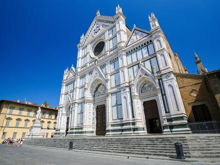 Facade of the Basilica Santa Croce in Florence, Italy. Standard-Bild - 111725987