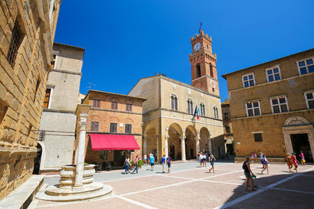 Town Hall at the Piazza Pio II in Pienza, Tuscany, Italy Standard-Bild - 111810564