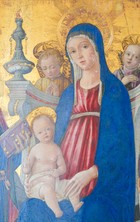 Painting in the Cathedral of Pienza, Italy, depicting Mother Mary and the Baby Jesus Standard-Bild - 111810568