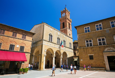Town Hall at the Piazza Pio II in Pienza, Tuscany, Italy Imagens - 111810570