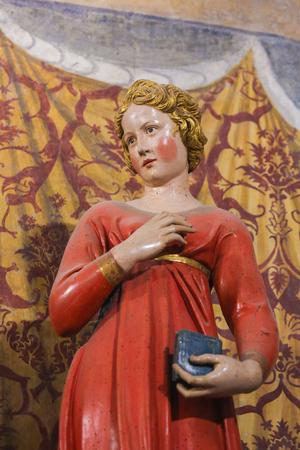 15th Century Statue of the Virgin Mary at the Annunciation in the Collegiata or Collegiate Church of San Gimignano, Italy. Standard-Bild - 111810662