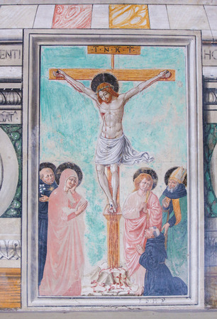 Fresco depicting the Crucifixion in the Church of Sant Agostino in San Gimignano, Tuscany, Italy Standard-Bild - 111810663