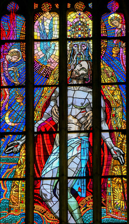Stained Glass in St. Vitus Cathedral, Prague, depicting the Holy Trinity, Father, Son and Holy Spirit Standard-Bild - 111812268