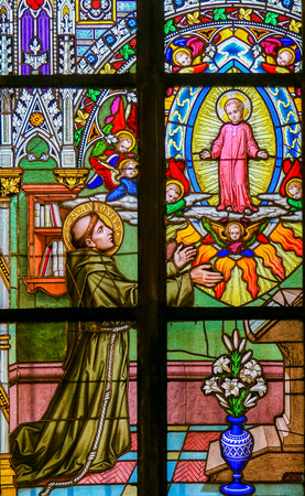 Stained Glass in St. Vitus Cathedral, Prague, depicting Saint Anthony of Padua, a Portuguese Catholic priest and friar of the Franciscan Order. Standard-Bild - 111812270