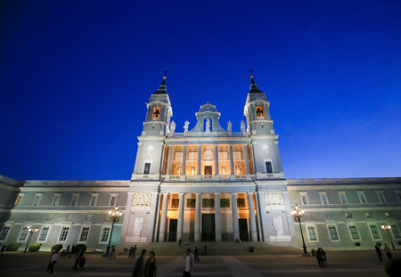 Almudena Cathedral is the main catholic church in the city of Madrid, Spain. Standard-Bild - 111812694