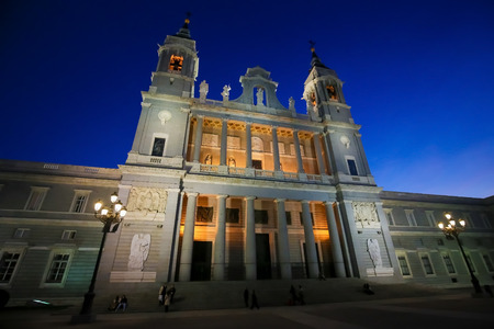 Almudena Cathedral is the main catholic church in the city of Madrid, Spain. Standard-Bild - 111812695