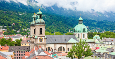 Panoramic view on the Dom in the old center of Innsbruck, Austria. Stockfoto