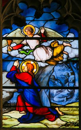 Vitraux dans l'église de Saint Séverin, Quartier Latin, Paris, France, représentant Jésus dans le jardin de Gethsémani