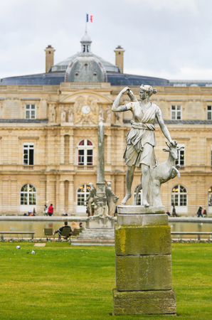 Statue of Diana, a Roman goddess of the hunt, the Moon, and nature, in the Jardin du Luxembourg housing the French Senate in Paris, France 免版税图像