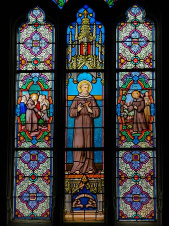 Stained Glass in the Church of St Martin in St Valery sur Somme, France, depicting Saint Francis of Assisi Stockfoto - 133170021