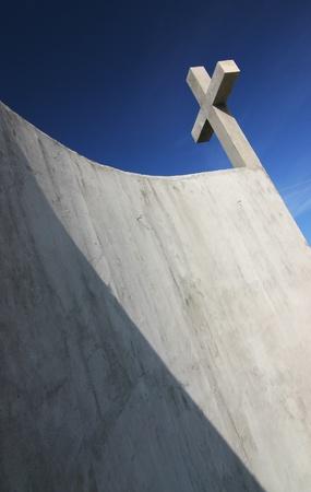 kruzifix: Konkrete Kruzifix mit schönen blauen Himmel