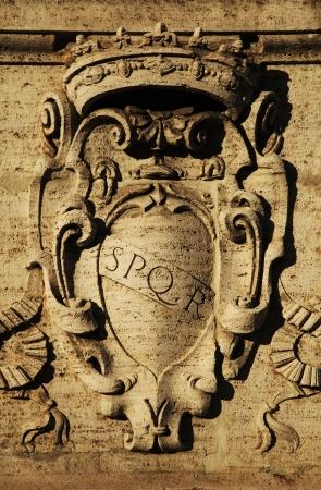 spqr: Roma, Italia romana SPQR s?mbolo, detalle de la arquitectura italiana Foto de archivo