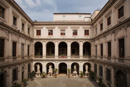 palazzo: Courtyard of Palazzo Altemps building in Rome