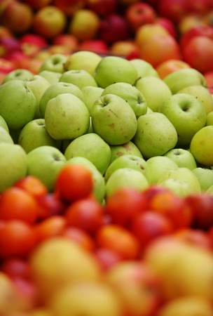 vary: Vary colorful apples in grocery