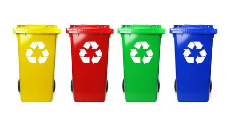 reciclar: Cuatro coloridos papeleras de reciclaje en blanco Foto de archivo