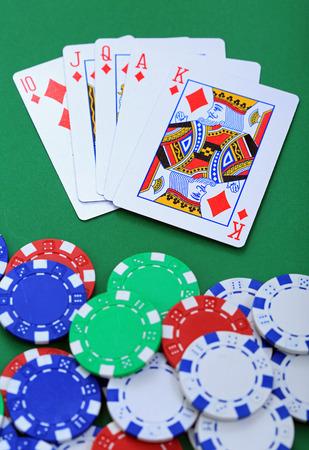 jeu de carte: Pastilles et les jetons de poker cartes de cartes de jeu