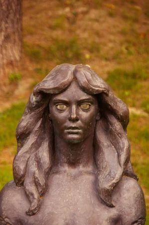 esot�risme: statue de la femme dans la ville espagnole de Barcelone, avec des yeux myst�rieux