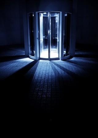 sconosciuto: Misteriose ascensore al posto sconosciuto.