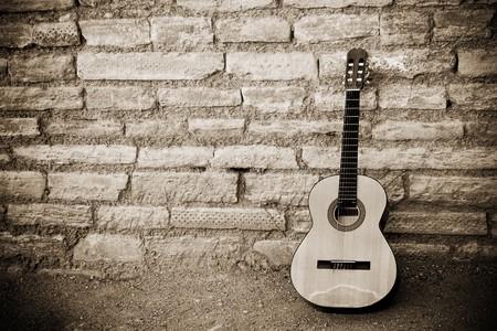 Plus de la guitare classique ancienne Brickwall