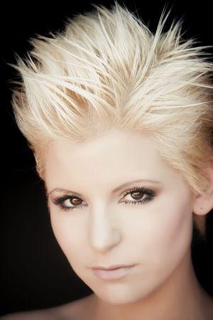 короткие волосы: Young blond beauty portrait over black background. Фото со стока
